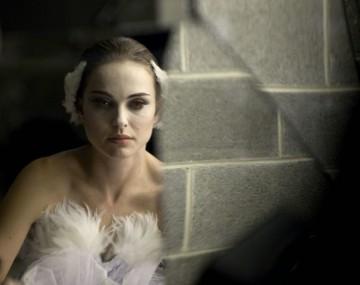 Natalie Portman encarnando o cisne branco