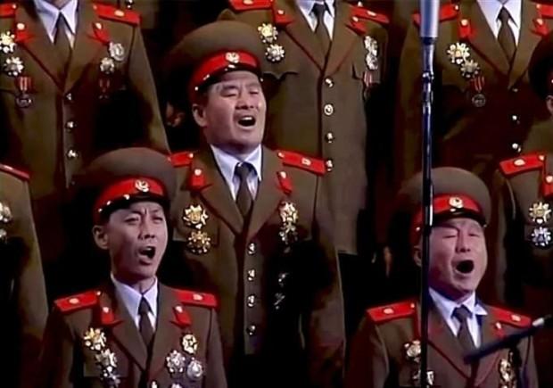 Soon-Mi Yoo logra en 'Songs From the North' trazar un interesante retrato de Corea do Norte mediante imaxes de arquivo.