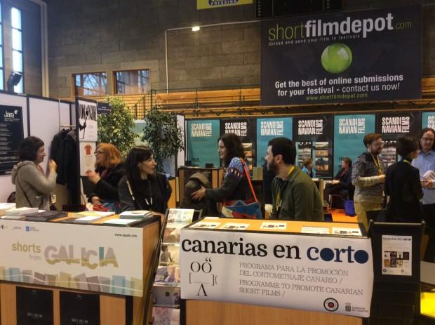 O Marché du Film, o mercado de Clermont, onde boa parte das axencias nacionais de curtametraxes do mundo están representadas.