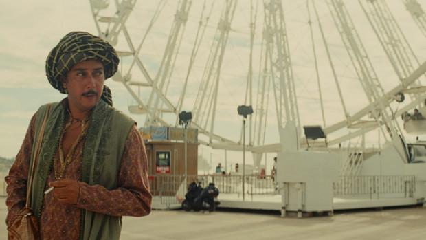 Ninguén pon en dúbida a calidade artística de Miguel Gomes, mais o seu filme 'Arabian Nights' (na foto) está seleccionado na Quincena, e non na sección oficial, de Cannes. Cousa da duración. Filme artístico, criterios comerciais.