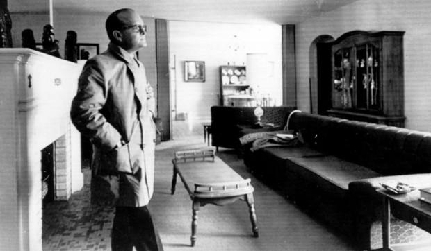 Truman Capote en la sala de la familia Clutter