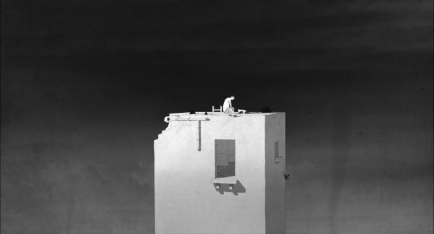 In the distance (Florian Grolig, 2015) estudia esta posibilidad a través de la contraposición de una torre en aparente calma, con el lejano sonido de bombardeos incesantes.