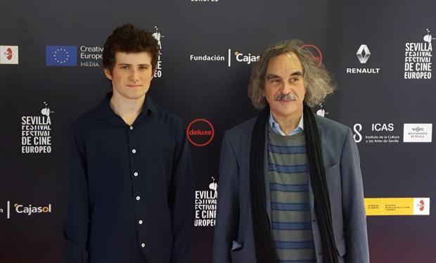O actor Victor Ezenfis e o guionista Eugène Green, premiados por 'Le fils de Jospeh'.