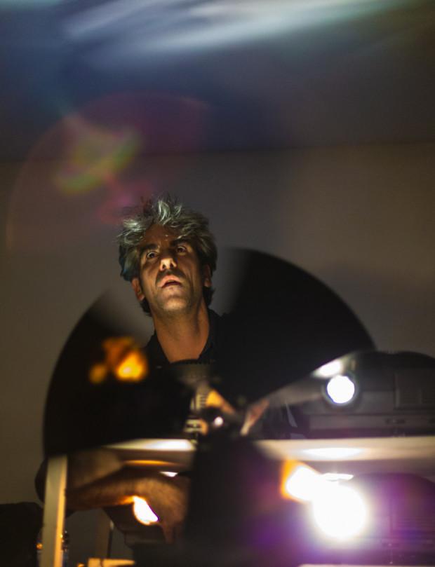 Luis Macías, en plena execución de 'Spectral Landscapes'.