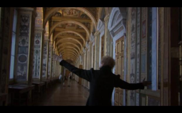 Voz en off ensayística con personajes de ficción en El arca rusa (2002)