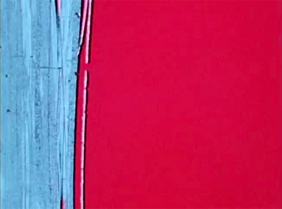 """(""""Bill shooting mattes""""): Bill Brand en 1977 filmando a grella a partir da pantalla dun computador. (Fotograma dunha película S8 de Katy Martin, cedido por Bill Brand.)"""